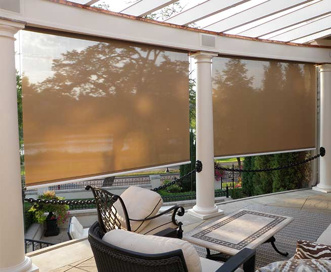 Privacy screen for Retractable outdoor screens