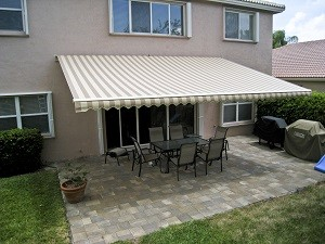 Beautiful Retractable Awnings Custom Made For Homeowners In Southampton NY Nearby Areas